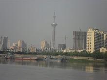川の対岸と南京テレビ塔