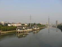 秦淮河をわたる