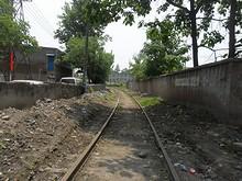 西駅へ通じる線路
