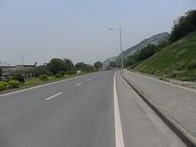 長江沿いを22km/hで飛ばして東へ