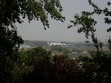 御碑亭から見た化学工場