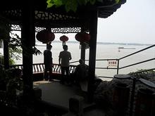 長江が見渡せる一角