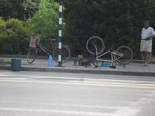路上の自転車修理屋