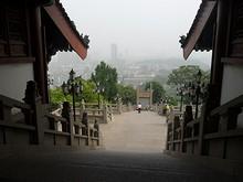 南へ降りる階段