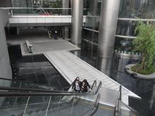 紫峰タワー地下1階へ