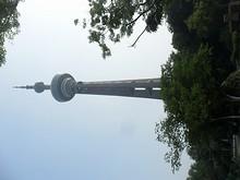 南京テレビ塔を下から