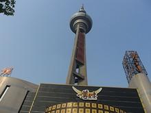 南京テレビ塔を西から