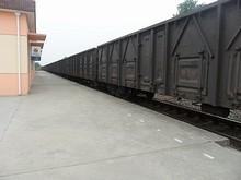 貨物列車が止まっている