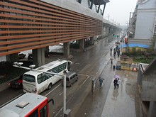 地下鉄駅から見た道路「寧杭公路」