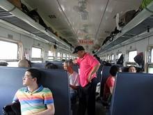 7101次列車の硬座車内