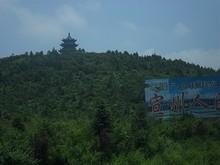 前回も見た山の上の謎の建物
