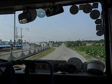田舎道を行く