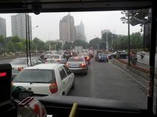 西安門付近で渋滞にはハマる