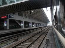列車の窓から1番乗り場を見る