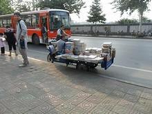栖霞寺バス停前の本売り屋台