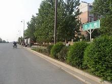 尤山路と撮山星城バス停