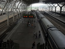 T115列車と南京駅ホーム
