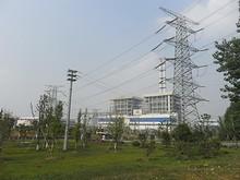送電鉄塔とボイラー