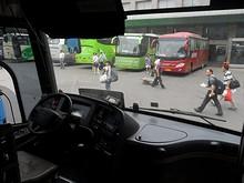 上海行き高速バスの運転席