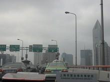 南北高架路 延安高架路「虹橋空港/駅、外滩方面」への分岐
