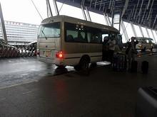 ホテルの送迎車で空港へ