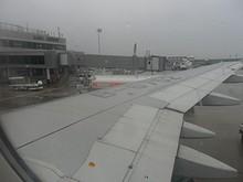 佐賀空港ターミナルと隣の4番スポット