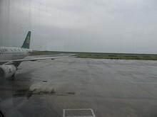 搭乗橋から見た駐機場と誘導路T1