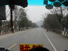 桂林郊外を行く