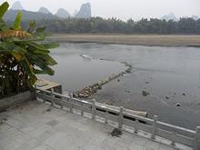 町の東を流れる漓江