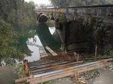 橋と漓江名物竹舟