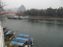 漓江大橋と船溜まり
