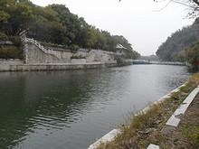 象鼻山公園のそばを流れる川