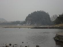 川沿いを歩いていたら、象鼻山が見える所を発見!