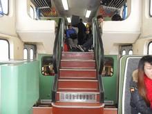 2階建て車両の階段部分