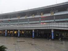 南寧東郊外の琅東バスターミナルに到着