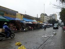 モンカイ市場の東側の通り