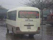 ソガン大学校なんとか、と書いてあるバス