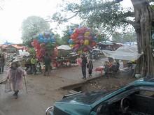 途中の田舎の市場