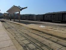 ドンダン駅ホーム