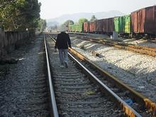 線路が地元民の生活道路と化している