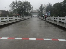 中越友誼橋に引いてある国境線