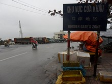 港周辺に立つ看板