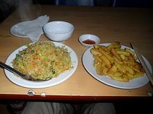 夕飯の炒飯とポテト