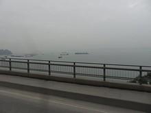 橋からみた湾