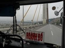 橋を下ってホンザイへ