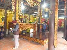 市場のそばの寺