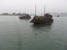 どんどん出発するボート