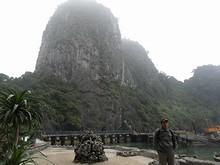 桟橋と奇岩
