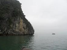 奇岩を見ながら行く