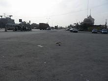 飯店前の国道